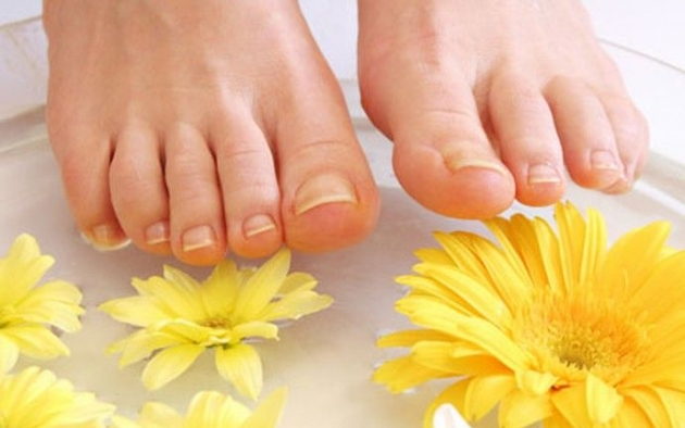 El medio del hongo entre los dedos de los pies es más barato
