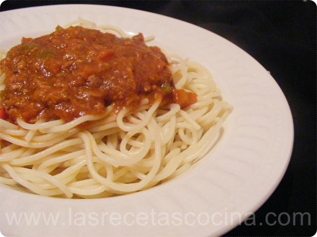 DSCF5353 Salsa de tomate y atún para pasta