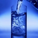 Trucos para bajar de peso sin esfuerzo_bebe agua.jpg